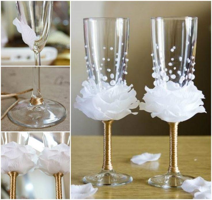 Level: medium // Dekorierte Gläser für den großen Tag  // Gesehen bei: http://thewhoot.com.au/whoot-news/crafty-corner/flower-bead-decorated-wine-glasses