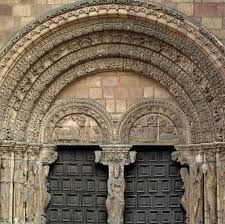 JAMBAS: Cada una de las piezas verticales que están a los lados de un vano y sostienen un arco o un dintel, por lo que limitan verticalmente a las puertas o ventanas. Pueden ser elementos hechos de madera labrados en piedra o de albañilería, etcétera.