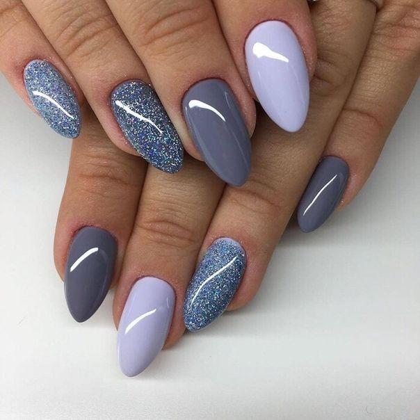 Weitere schöne blaue Nägel aller Art, von denen einige sogar glitzern – auch ihre Form ist wirklich hübsch! #nails #blue #glittery #hand #nailart #naildesign