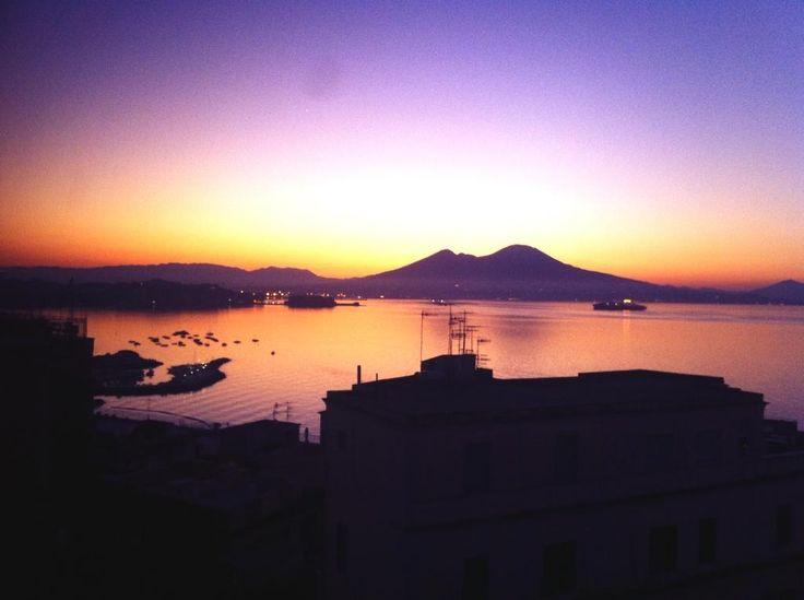 Svegliarsi presto. A Napoli.
