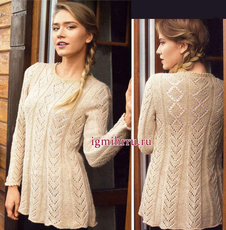 suéter beige suave de alpaca, con los patrones de calados. tejido de punto
