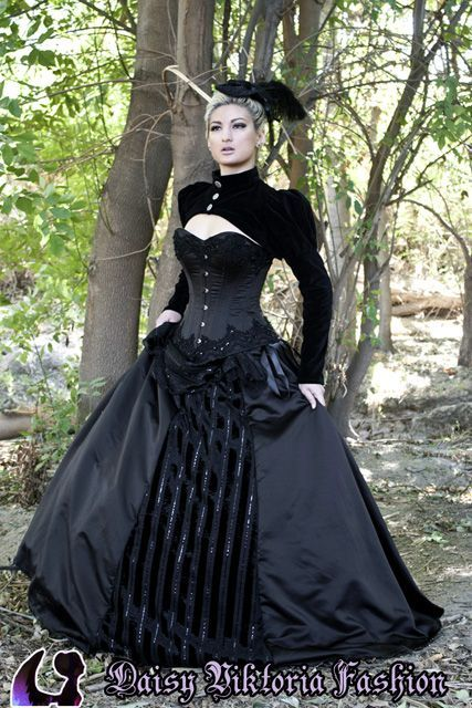 Neo Victorian Wedding Dress That Would Also Be A Perfect Gothic Steam Costume