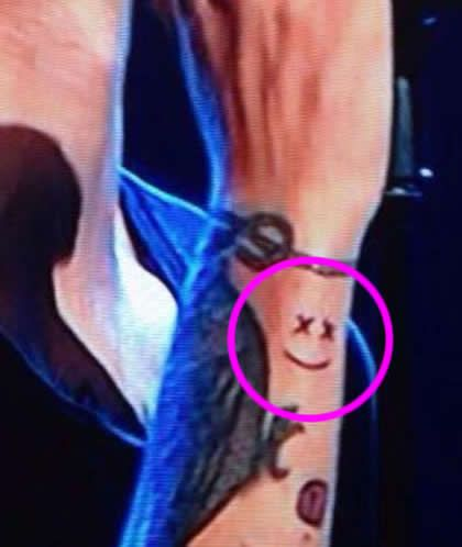 louis tomlinson smiley face wrist tattoo