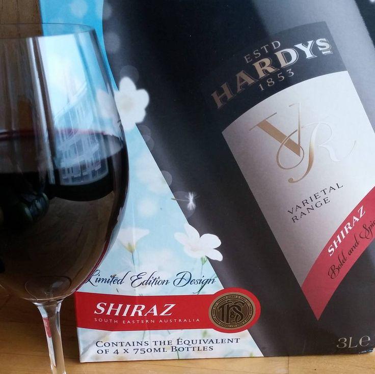 Tänään tämmösellä. #punaviini #punkku #viini#wines#winelover#winegeek#instawine#winetime#wein#vin#winepic#wine#wineporn herkkusuu #lasissa #Herkkusuunlautasella @hardyssuomi