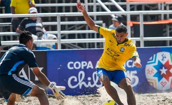 Beach Soccer: entenda as regras do futebol jogado na areia / O esporte, conhecido também como beach soccer e futebol de praia, nasceu inspirado no jogo de campo, sendo jogado nas praias do Brasil durante décadas