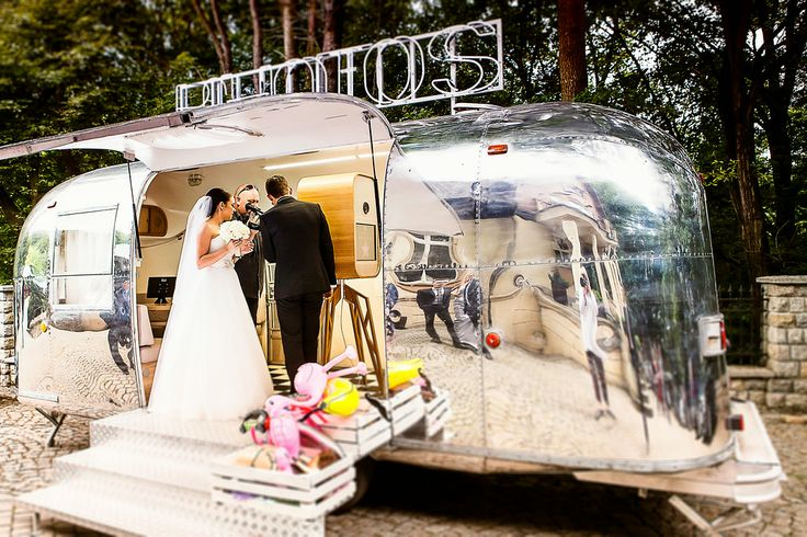 Airstream Travel Trailers >> Silver Trailer - photo booth in retro 1968 Airstream ...