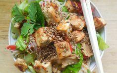 Snelle noedelsalade met knapperige tofu