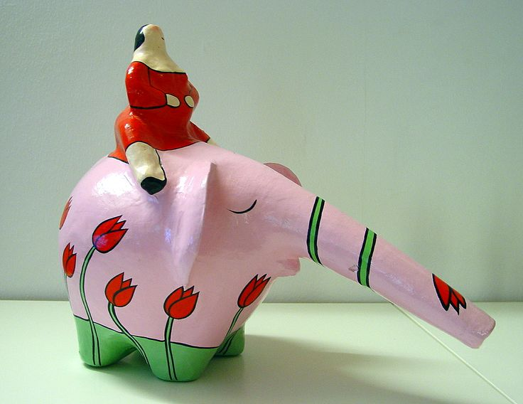 olifant met dikke dame - papier mache