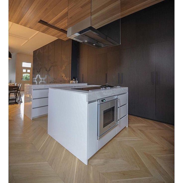 #design @ridolfi_architecture #kitchen #herringbone #floor #melbourne #architect #interiordesign #timber #interiorstyling #blackandwhite #homeinspo #homedesign #customhomes by customhomes