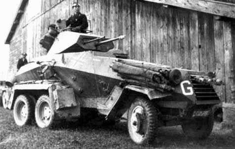 La producción comenzó en 1932 y 123 Sd.Kfz.231/232 y 28 Sd.Kfz.263 fueron fabricados en 1937 por Daimler-Benz (36 Sd.Kfz.231/232), Buessing-BOLSO (12 Sd.Kfz.231/232) y Magirus (75 Sd.Kfz.231/232). También intervinieron Deutschen Werke AG en Kiel y Deutsche Edelstahlwerke AG en Hannover-Linden. Sd.Kfz.231/232 fueron entrados a los batallones de recocimiento Aufklaerungs y los Sd.Kfz.263 a las unidades de Nachrichten (señales)