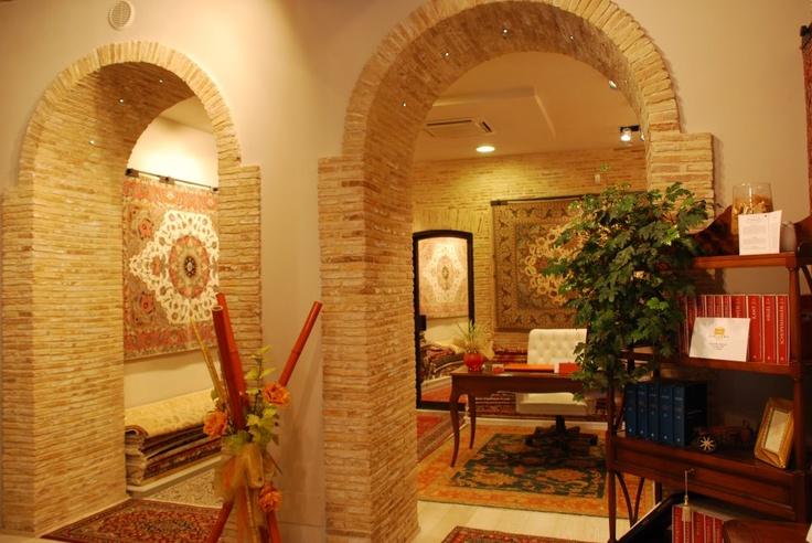 Da noi potete trovare una vasta gamma di tappeti Persiani, visitate il nostro sito www.mrgallery.eu oppure seguiteci su facebook http://www.facebook.com/pages/MR-Gallery/236109479836814  We do have available different kind of Persian carpets, please take a look on www.mrgallery.eu  http://www.facebook.com/pages/MR-Gallery/236109479836814