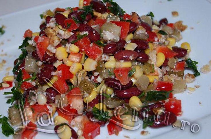 O salata sanatoasa, satioasa, vitaminoasa si foarte gustoasa. Ingredientele sunt super simple, se prepara repede si arata foarte colorat si frumos. Ma bucur mult ca am descoperit-o si pot sa o prezint si pentru voi, deci, recomand cu incredere!