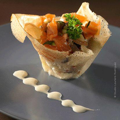 Corolle de légumes, saumon fumé et sauce au fromage frais