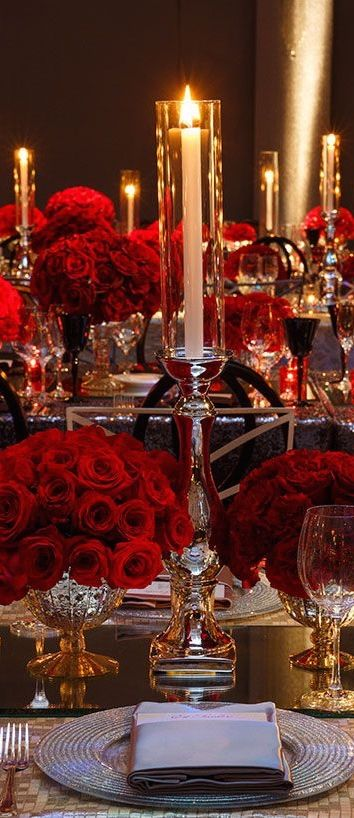 Red is so dramatic and elegant for a wedding, especially with sparkling metallic silver or gold accents