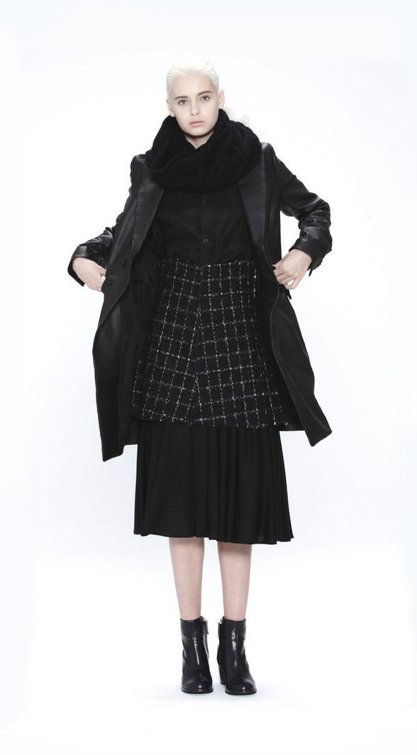 Из коллекции Ёдзи Ямамото Осень-Зима 2014-15 Yohji Yamamoto Autumn / Winter 2014-15 Y's http://www.yohjiyamamoto.co.jp/ys/