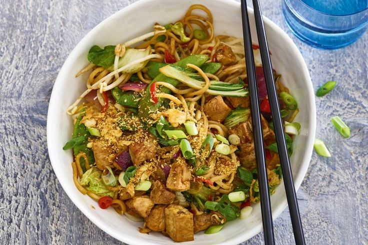 Kijk wat een lekker recept ik heb gevonden op Allerhande! Snelle bami met Chinese wokgroente en komijn