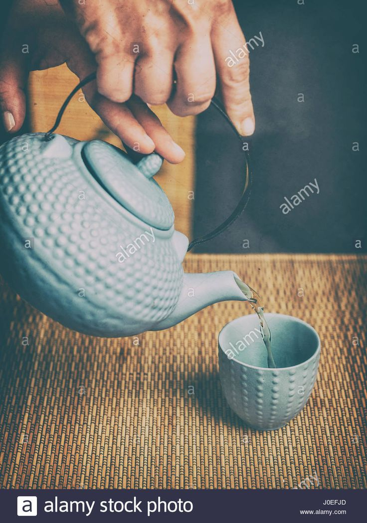 Download this stock image: Japanese tea ceremony uses leaf tea, primarily sencha. - j0efjd from Alamy's library of millions of high resolution stock photos, illustrations and vectors.
