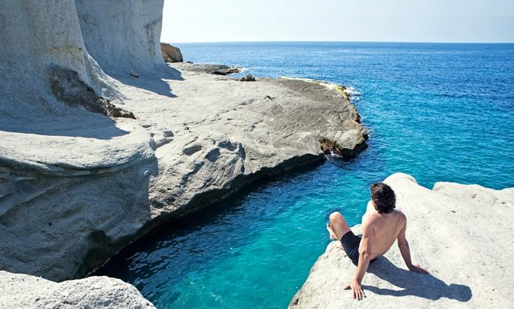 Cala de Enmedio (Andalucía) La Cala de Enmedio, en Almería, una de las más bellas y solitarias del parque natural Cabo de Gata-Níjar, es el destino perfecto para perderse y disfrutar de aguas color turquesa y plataformas de blancas calizas.