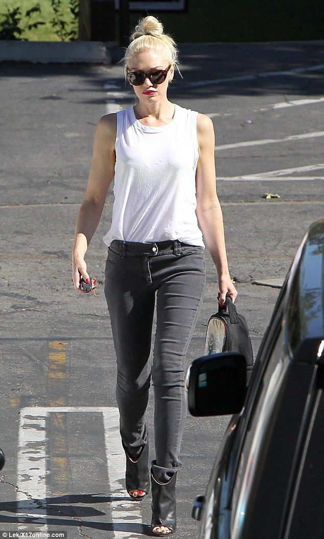 This is a look I would wear all day long! Gwen is definitely a style favorite of mine when it comes to incorporating a punk rock look. Which I love!