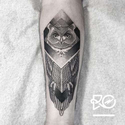 By RO. Robert Pavez • Owl III • Bokning. Vid intresse, skicka ett mail till robert@roblackworks.com ⚫️ Please! Do Not Copy ®  • Studio Nice tattoo - Stockholm - Sweden 2016 #engraving #dotwork #etching #dot #linework #geometric #owltattoo