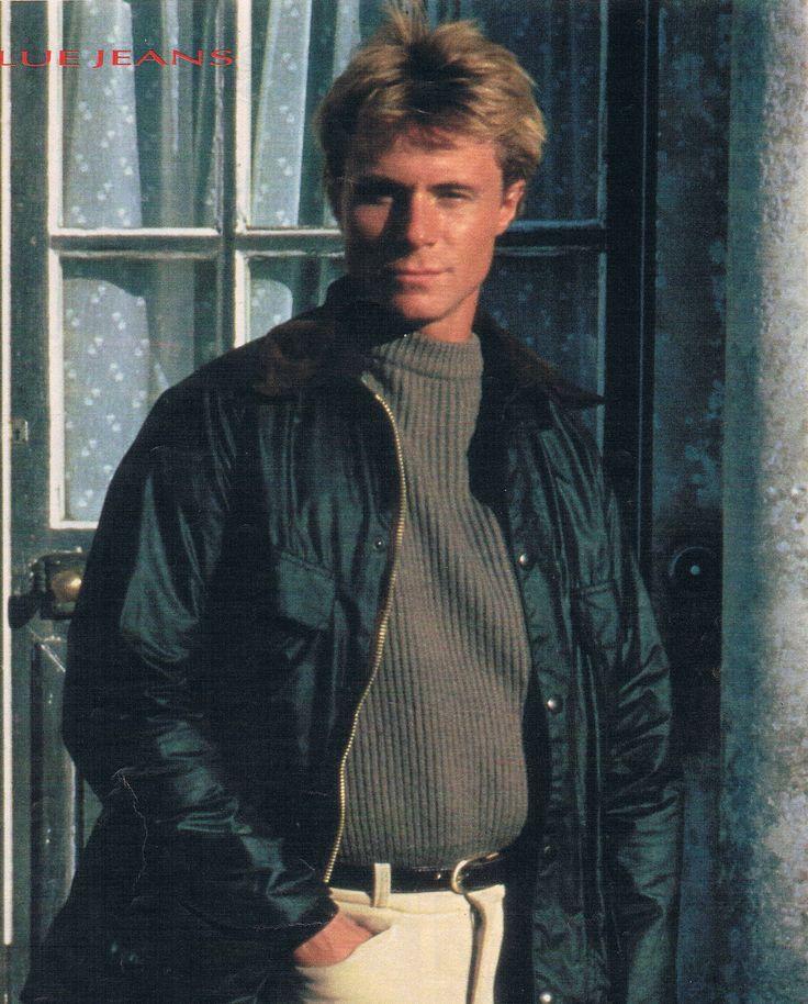 In seiner ersten großen Doppelrolle in der Serie Brat Farrar in der er endlich die Aufmerksamkeit der Öffentlichkeit erhielt
