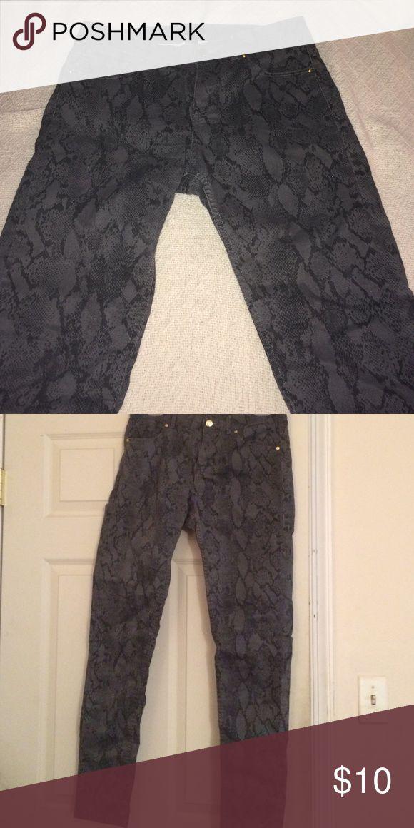 Ladies pants H&M gray animal print pants Pants Skinny