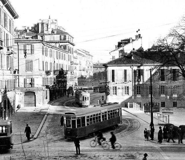 Piazza e via San Marco negli anni 30, la copertura di navigli e laghetto è ormai definitiva | da Milàn l'era inscì