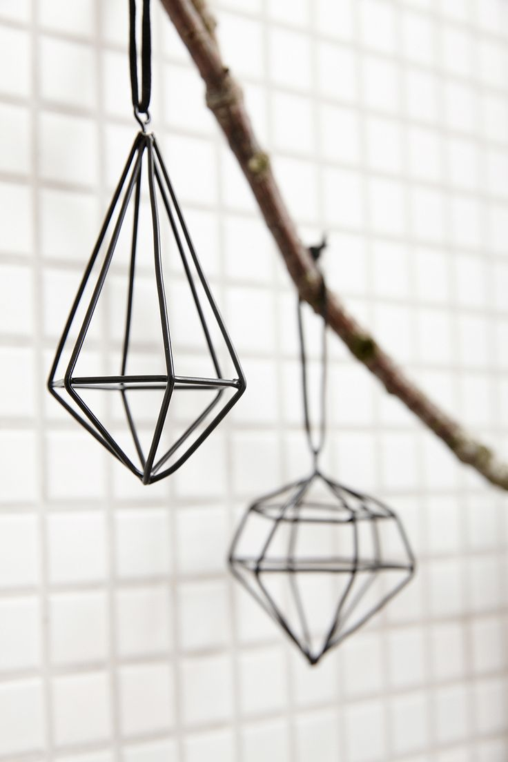 Diamant Anhänger von Hübsch Interior. We love it! http://www.wohnbeiwerk.de/huebsch-anhaenger-diamant-3er-set-schwarz-aus-meta.html