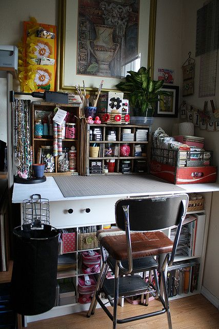 Creative workspace --- so many things close to your hands while working --- the challenge? keeping it this way! #studio #office #desk #creative #craft