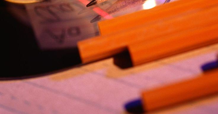 Como usar um caderno de caligrafia. O caderno de caligrafia é usado por aqueles que desejam melhorar a letra, deixando a escrita cursiva mais legível e bonita. Antigamente ele era obrigatório nas escolas, porém, com o crescimento do uso do computador, hoje seu uso é facultativo. Atualmente poucos são os estudantes que escrevem os trabalhos escolares ou universitários à mão, a ...