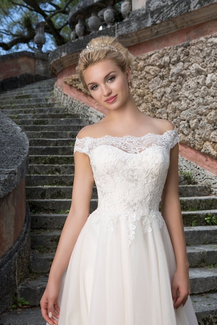 Best 25 dresses for big bust ideas on pinterest lace back unique wedding dresses for big busts check more at httpsvesty ombrellifo Images