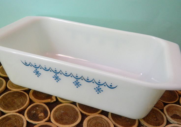 Pyrex Loaf Pan 813 - Blue Snowflake Garland - Atomic Midcentury Modern Vintage Ovenware Bakeware by 20thCKitchenAndTable on Etsy
