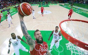 Miroslav Raduljica of Serbia dunks in front of USA's Kevin Durant and Paul George in the preliminary round of the basketball.