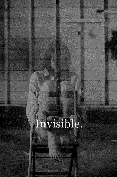 ''J'ai toujours été invisible a tes yeux toujours, je n'ai jamais osez t'avouer, t'avouer des chose...''