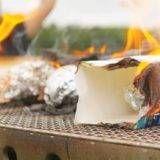 「キャンプ料理」に関するまとめが集まったページです。おすすめレシピや楽しみ方を紹介します。野外料理だからこそのアイデアや調理方法、便利な器具を様々な視点から解説します。いつものキャンプ料理が、より楽しく華やかになります。