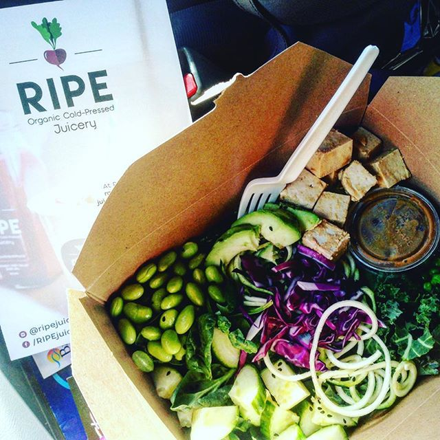 Fast food doesn't have to be unhealthy food! Try a salad or acai bowl with a cold pressed juice from the newly opened south end @ripejuicery location! #getoutandeat #dontkalemyvibe #plantbased
