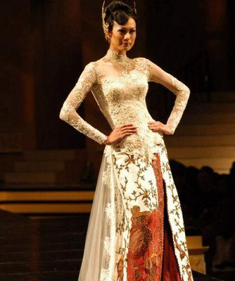 Kebaya Modern Wedding Dress Trends 2012 designed by Anne Avantie collection