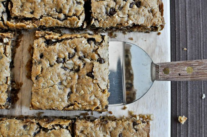 Oatmeal Peanut Butter Snack Squares (no butter, no dairy) I howsweeteats.com