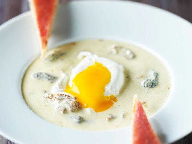 Découvrez la recette Oeuf poché à la crème de morilles sur cuisineactuelle.fr.
