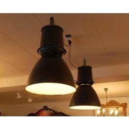 Industrie lampen.  Een set prachtige antieke industrie lampen.