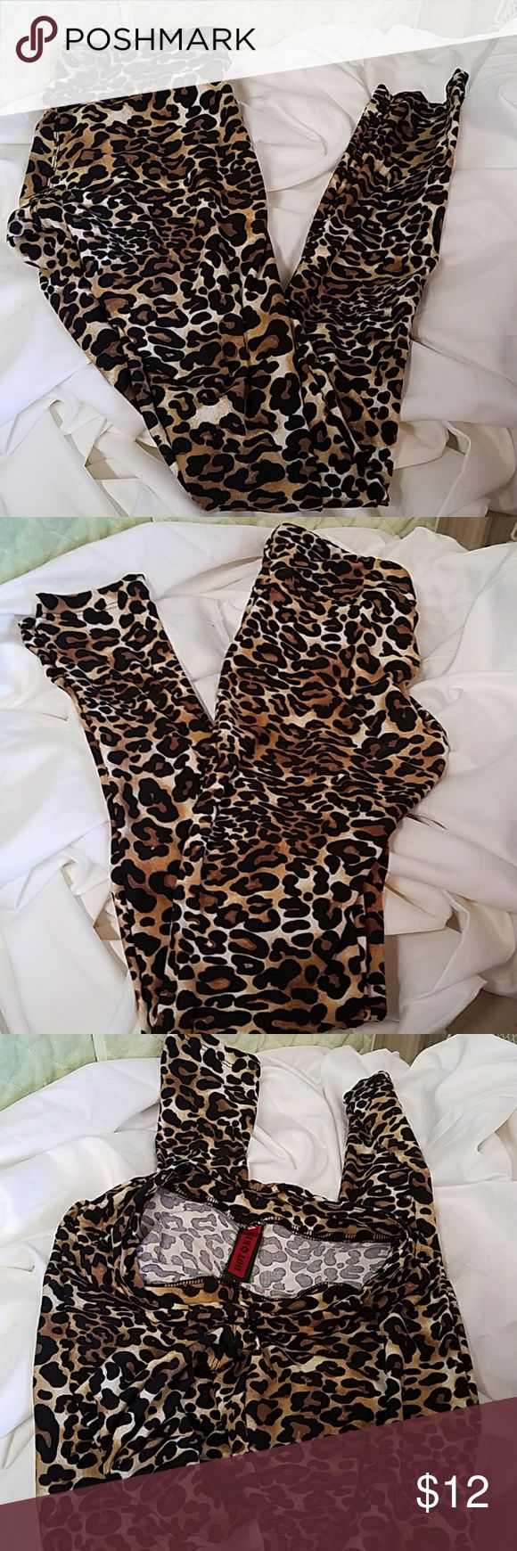 HOT KISS LEGGINGS SMALL CHEETAH Stretchy Inseam approximately 30 inches  Waist measures approximately 14 inches Hot Kiss Pants Leggings
