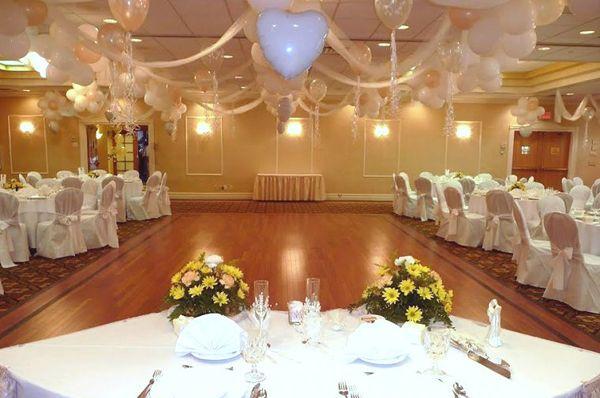 Elegant balloon wedding decorations wedding balloon for Balloon decoration for wedding receptions