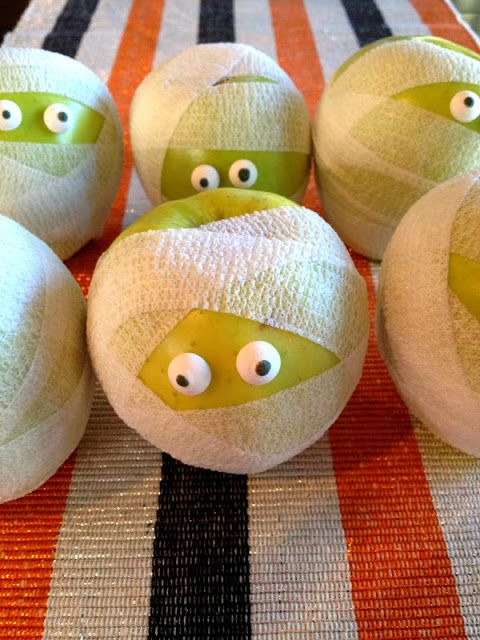 How adorable is this healthy halloween treat ... apple mummies!