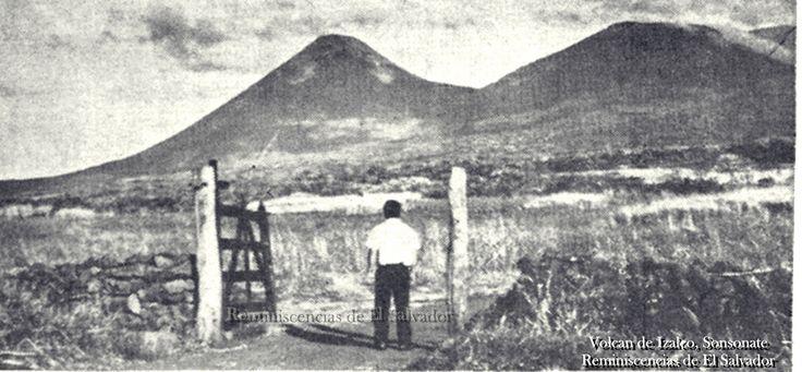 """Este volcán está localizado en el municipio de Izalco, departamento de Sonsonate. Desde el complejo del Ilamatepec,. Su altura máxima es de 1,970 msnm., y se encuentra a una distancia menor de 10 Km. de la cabecera municipal llamada también Izalco.- El Izalco está separado del Ilamatepec por una meseta denominada """"Las Brumas"""" la cual consiste en una profunda depresión en parte rellena de deyecciones volcánicas recientes. - Es el volcán más joven del pais."""