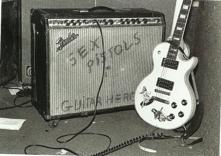 Steve Jones gear.  I think they stole that amp from Bob Marley.