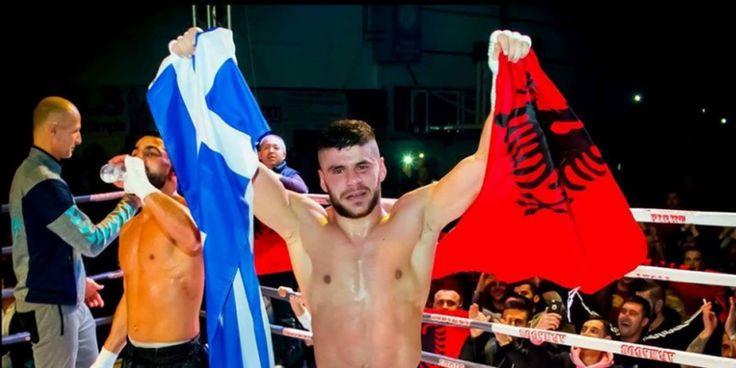 Κικ-μπόξερ πανηγύρισε παγκόσμιο τίτλο κρατώντας ελληνική και αλβανική σημαία Crazynews.gr