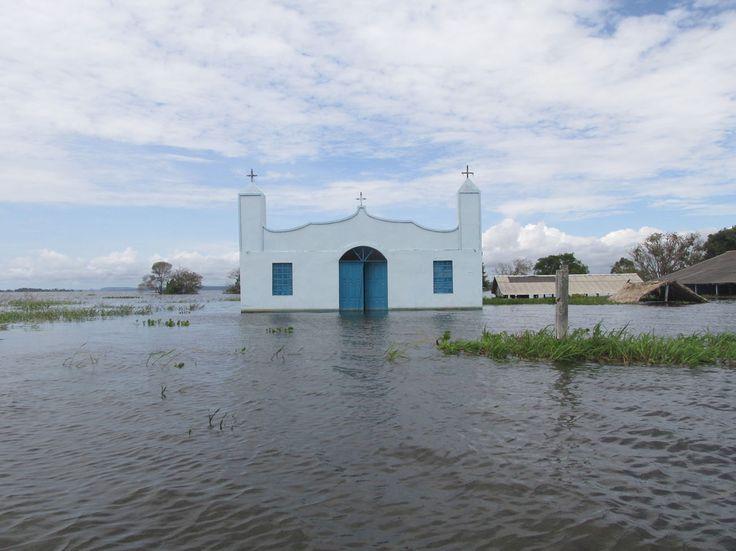 Alter do Chao - A flooded church