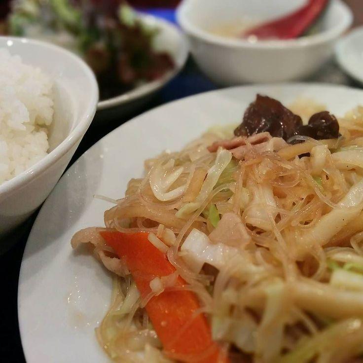 Dランチセット 焼きビーフン あっさり中華でエナジーチャージ() ビーフンの食感に野菜のシャキシャキが美味いねん #サラメシ #ひるめし  #焼きビーフン #lunch #chineselunch #ランチ
