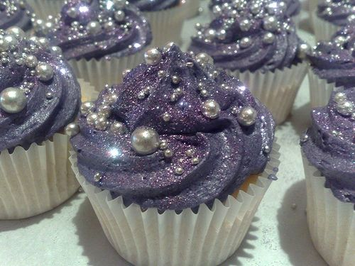 Cupcakes decorated with edible glitter (Image only)