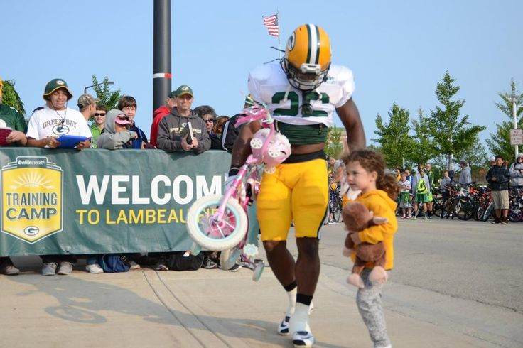 Packers RB DuJuan Harris Carries Little Girl's Bike at Training Camp